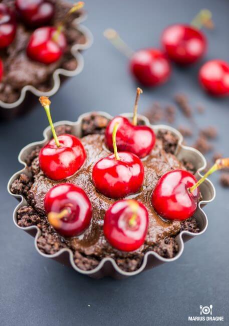 Tarta cu ciocolata si cirese (fara coacere)
