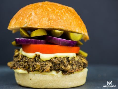 Burger vegetarian din linte si ciuperci