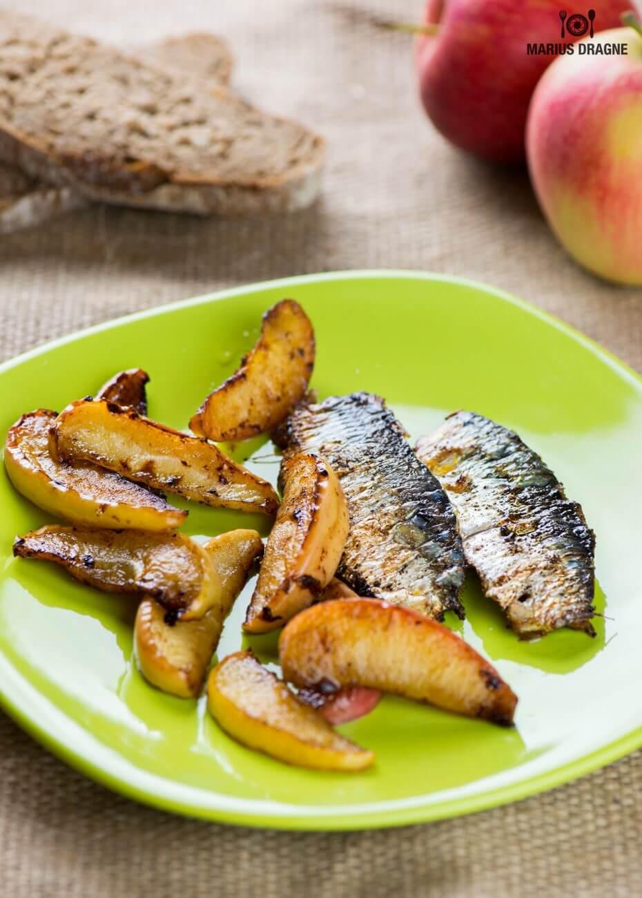 Sardine cu mere prajite