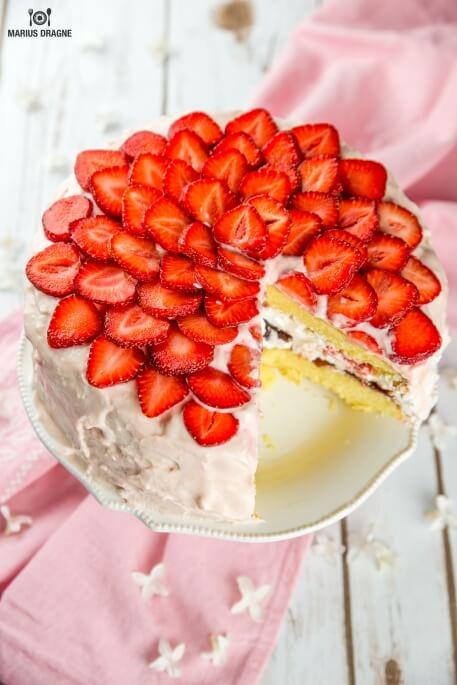 Tort cu capsuni glazurat