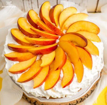 Tort aniversar cu ulei de masline si nectarine