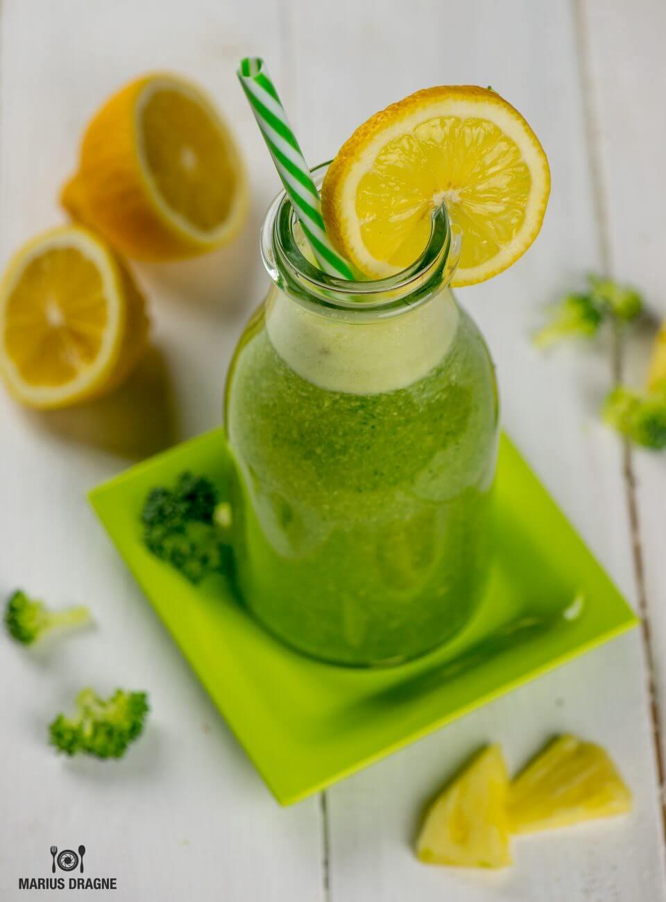 Smoothie detox cu ananas si broccoli