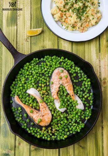 Articole culinare : Medalioane de somon, mazare si piure de legume