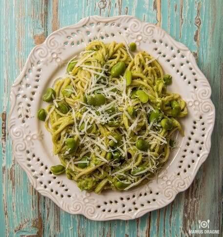 Spaghetti cu pesto proaspat de mazare si fasole fava
