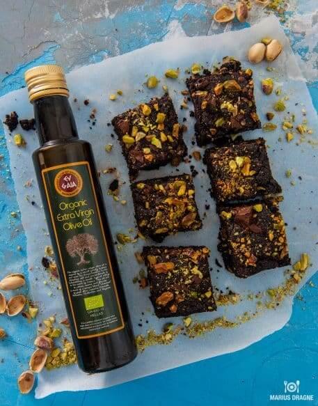 Brownie cu ulei de masline si fistic