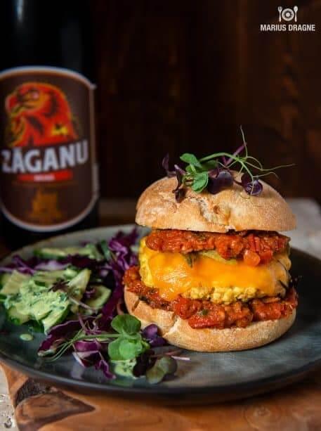 Burger cu tofu (veggie burger)