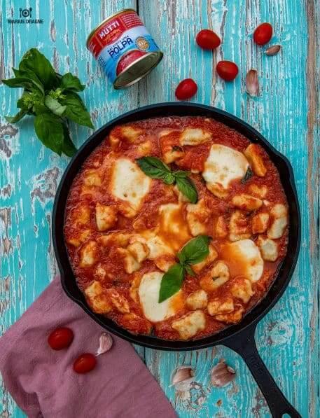 Gnocchi de cartofi cu rosii si mozzarella