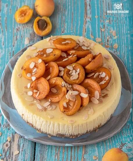 Cheesecake cu caise coapte