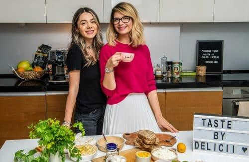 Dimineata perfecta cu hummus toast si o cafea buna – Invitat Miruna Lica si Philips / Taste by Delicii