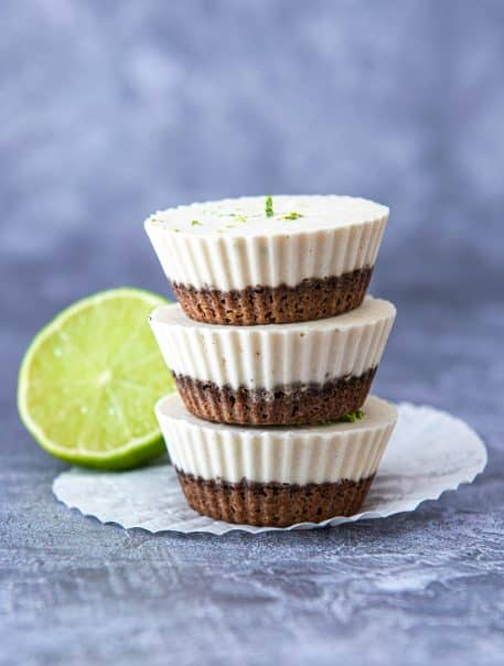 Mini cheesecakes cu crema de caju si lime