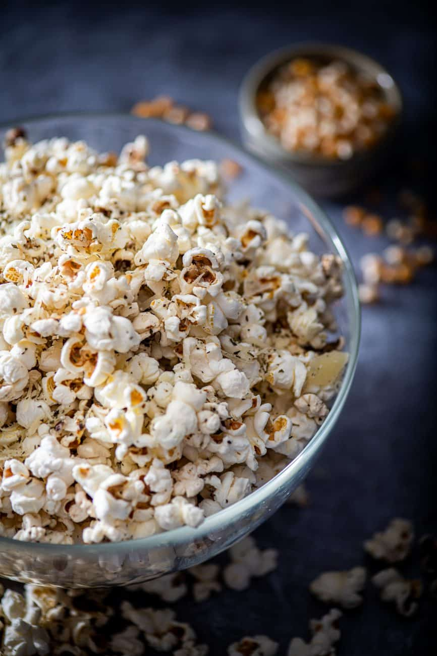 Popcorn cu parmezan si ulei de masline